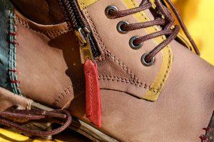 foto bota marrón de piel